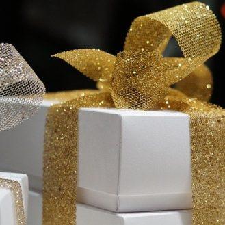 pakowanie prezentu na komunię